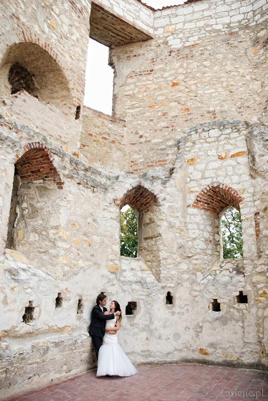 sesja plenerowa na zamku w Janowcu