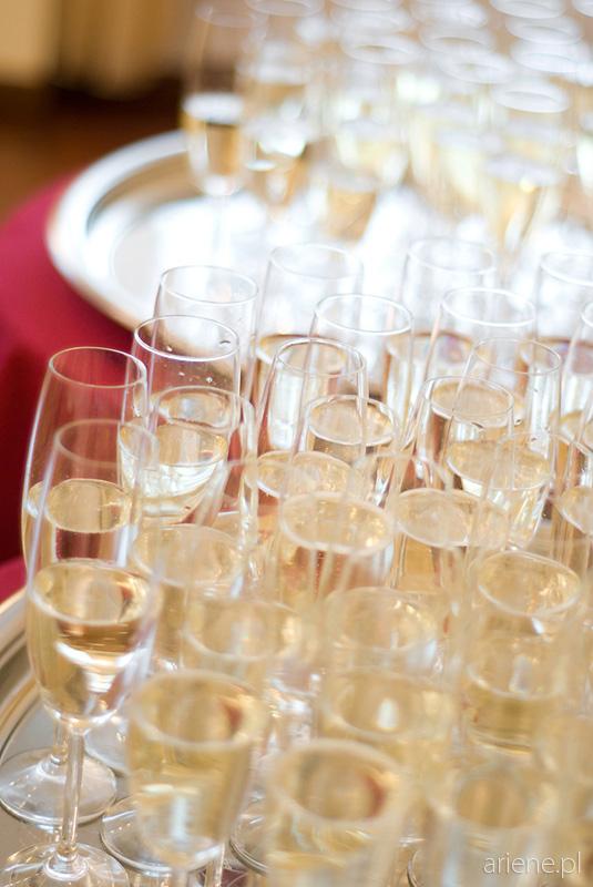ślub w USC w Legionowie, szampan