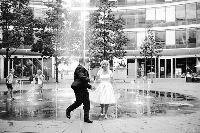 sesja plenerowa w Warszawie, fontanna