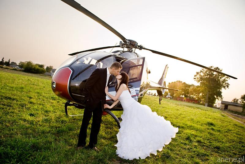 Sesja ślubna plenerowa na polu