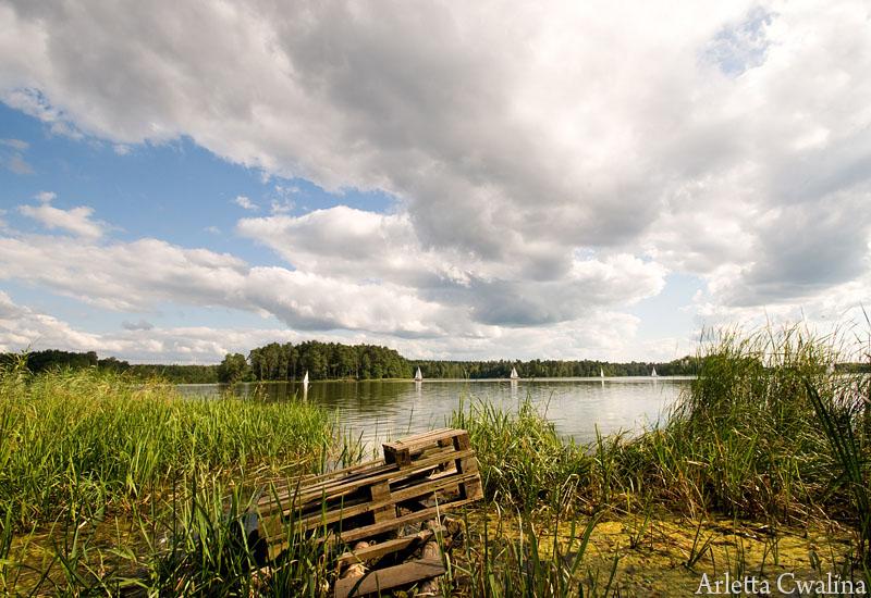 mostek na jeziorze w Rucianem Nidzie