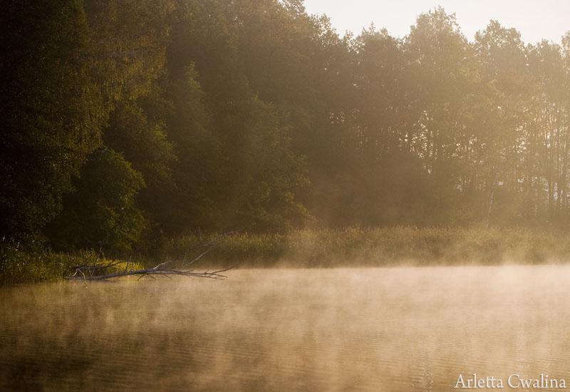 mgła na jeziorze Nidzkim w Rucianem Nidzie