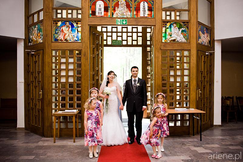 zdjęcia ślubne w kościele Pallotynów w Otwocku