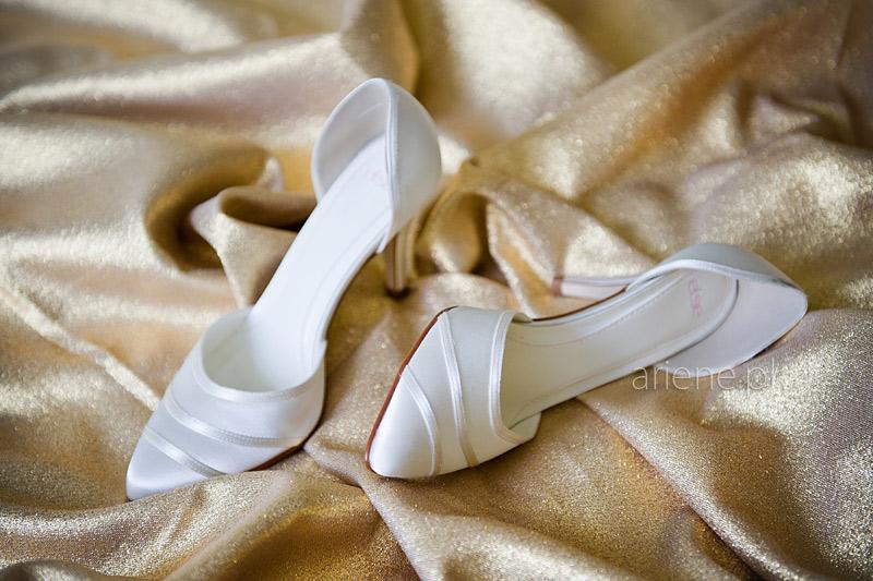 ślub w Piszu, ubieranie panny młodej