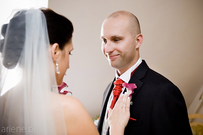 ślub w Piszu, ubieranie pana młodego