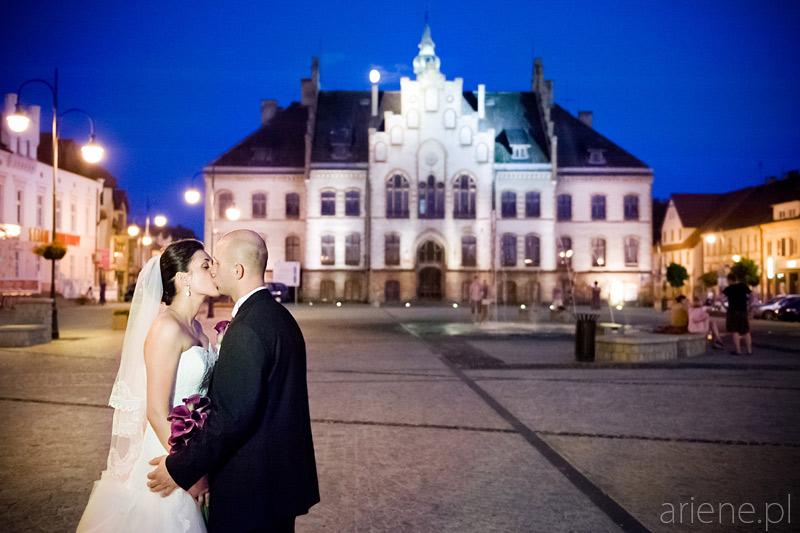 wesele w Piszu, Ratusz na Rynku wieczorem