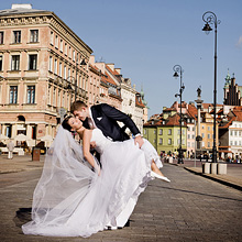 Zdjęcie pary młodej, plener ślubny na Starym Mieście, Warszawa