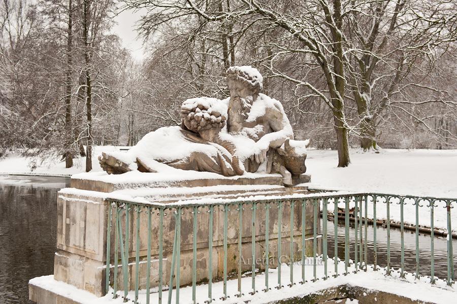 Pomnik Buga w parku Łazienki Królewskie