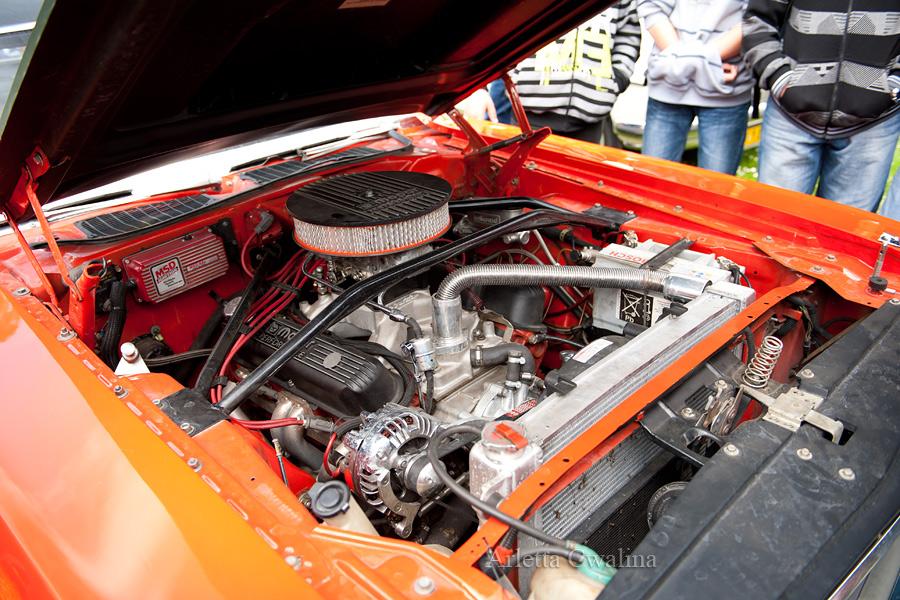 Challenger wnętrze silnika