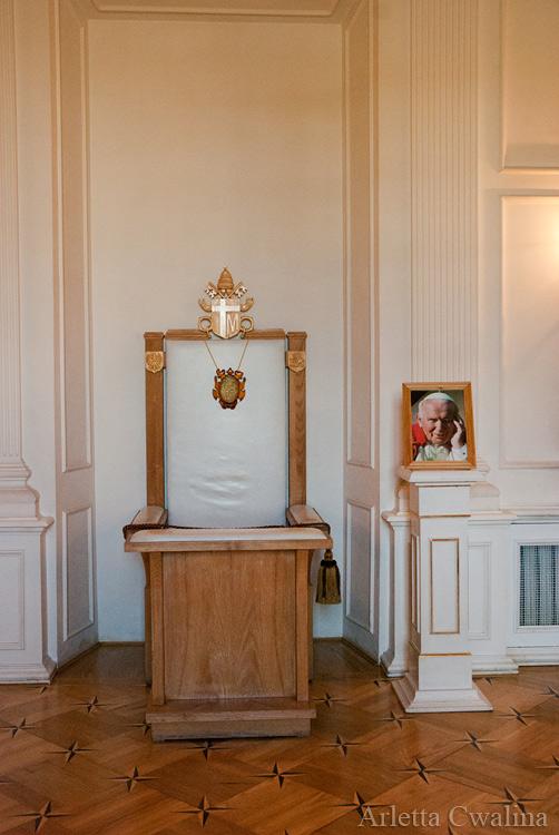 fotel papieża w Pałacu Branickich w Białymstoku