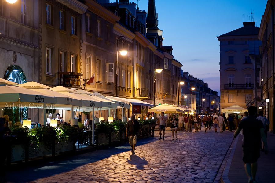 spacer wieczorem w Warszawie