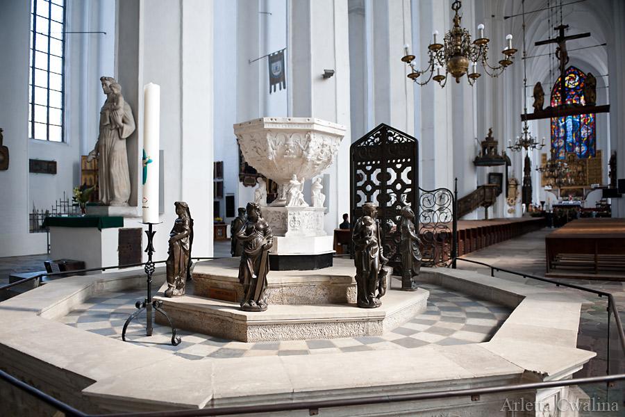 chrzcielnica w kościele Mariackim