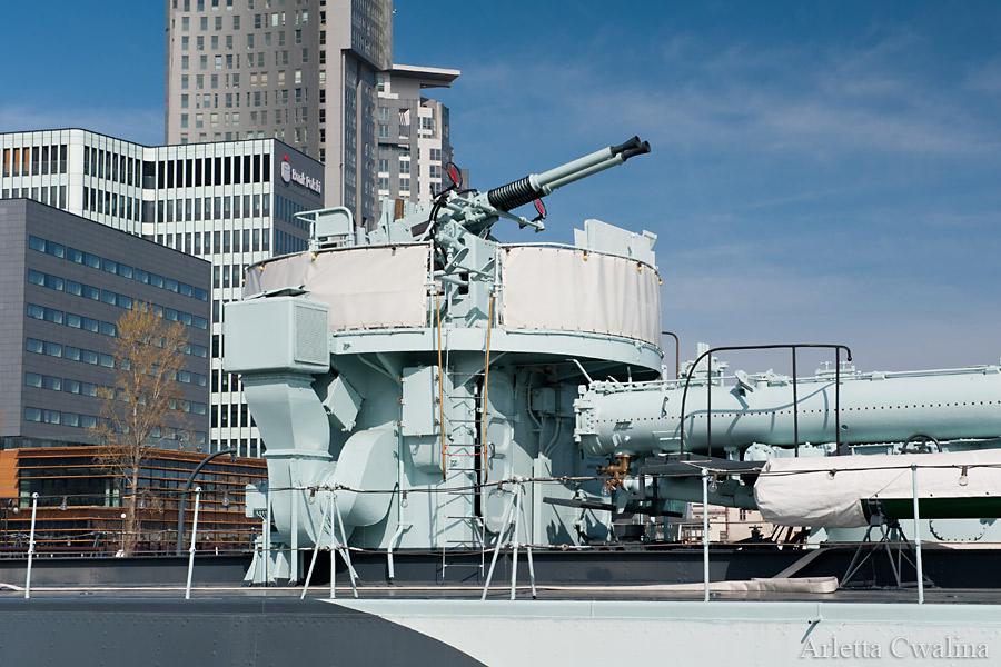 elementy rakiet na statku Błyskawica w Porcie Gdynia
