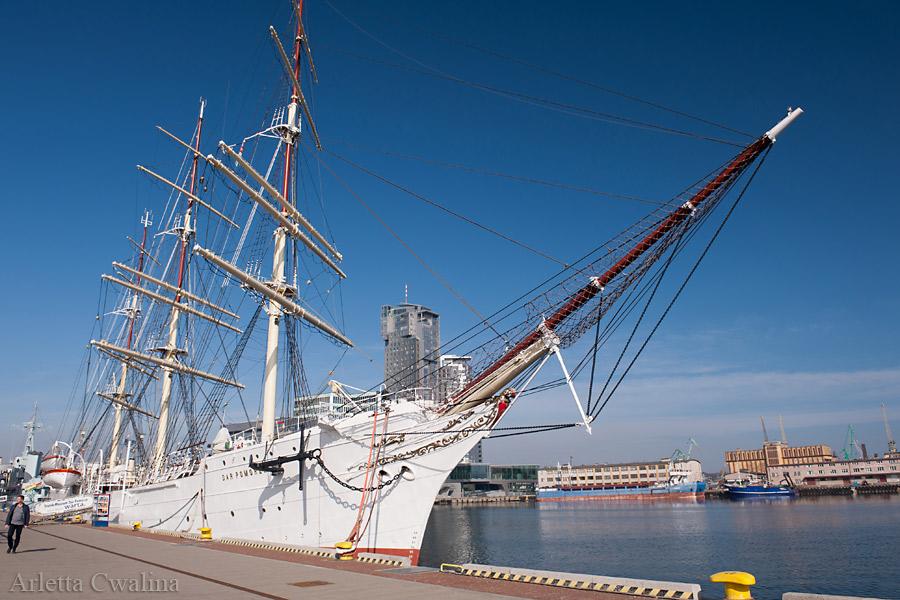 statek Dar Pomorza w Porcie Gdynia