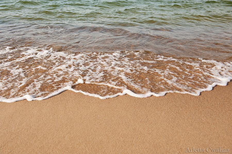 fale na piasku