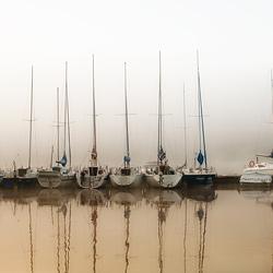 łodzie na jeziorze
